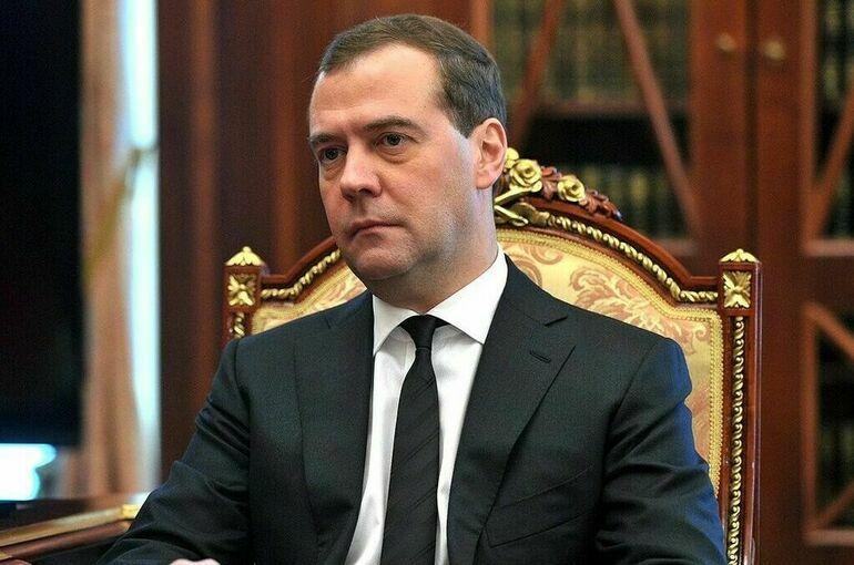 Голосование в будущем полностью перейдёт в онлайн, считает Медведев