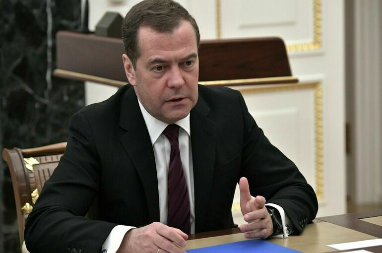 Фракция «Единой России» обновилась почти наполовину, сообщил Медведев