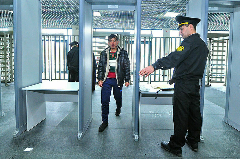 Полиция Москвы напомнила мигрантам о необходимости легализоваться до октября