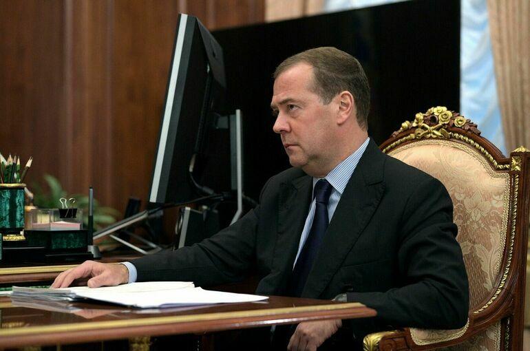Медведев допустил запрет в России некоторых иностранных соцсетей