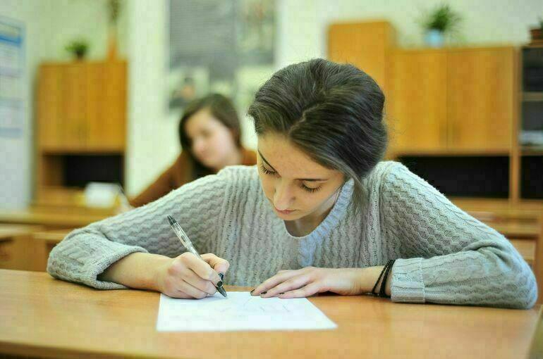 В России продолжат работу по сокращению числа контрольных в школах
