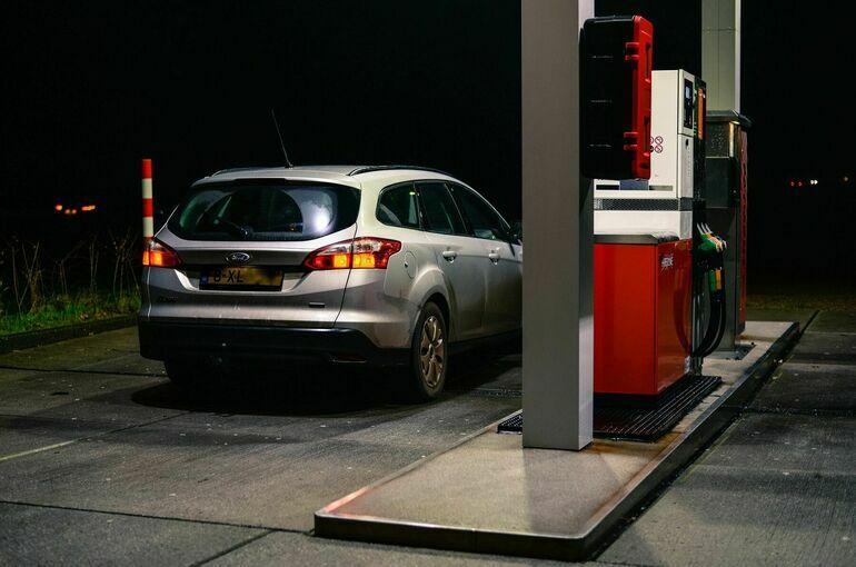 Эксперт рассказал о влиянии рекордных нефтяных цен на стоимость бензина