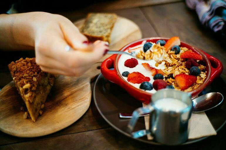 Диетолог рассказала, из чего состоит идеальный завтрак