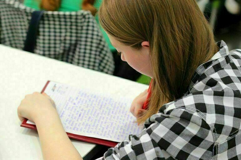 Ограничения в работе из-за ухудшения эпидобстановки введены в 60 российских школах