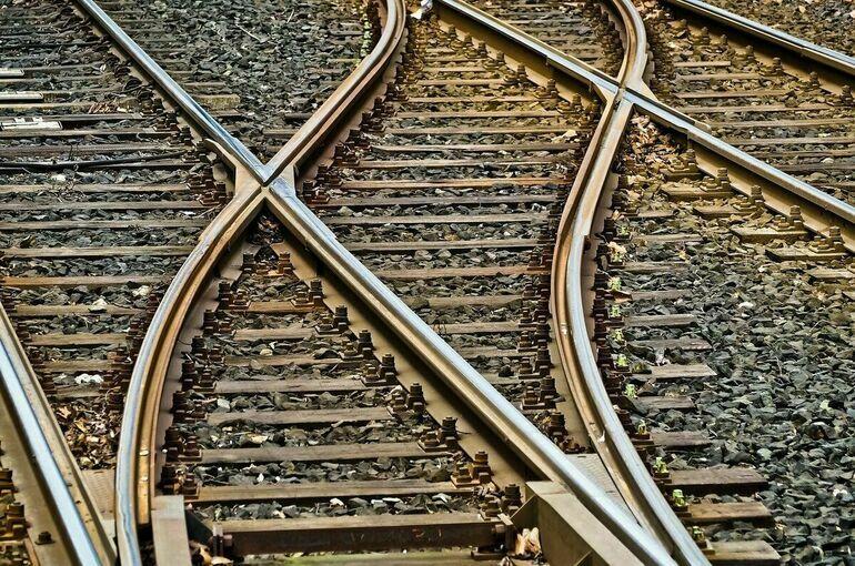 Грузовик столкнулся с пассажирским поездом в Пензенской области