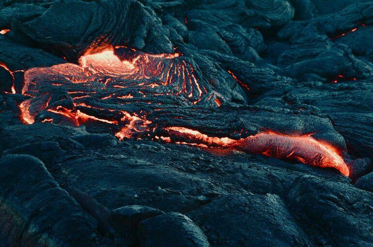 Извержение вулкана на острове Пальма усилилось