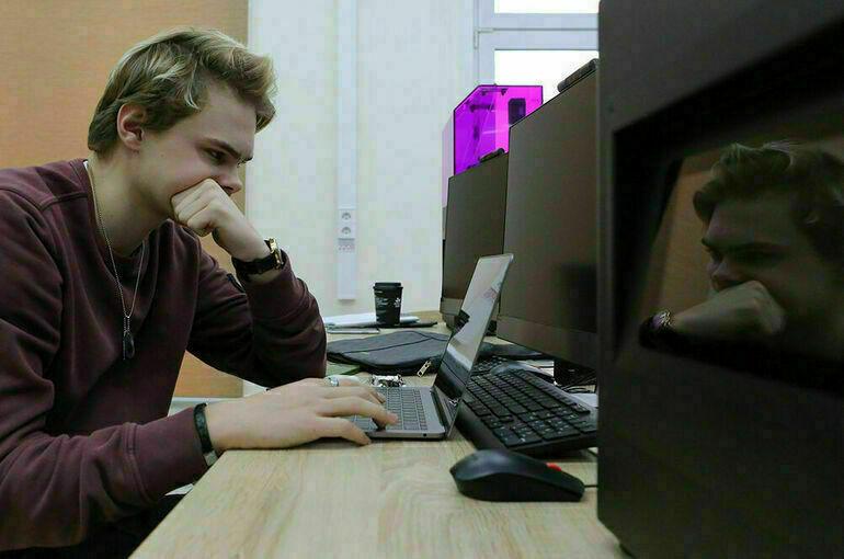 В октябре школьники из пяти регионов начнут бесплатно изучать программирование