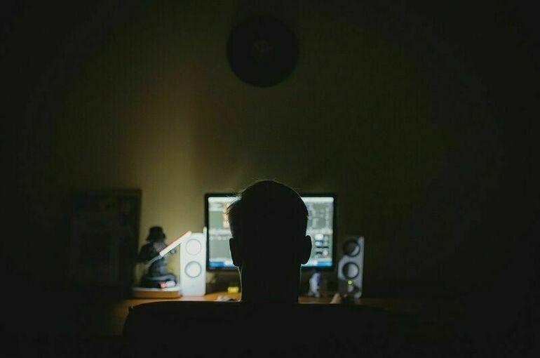 Программист не исключил, что за сбоем в соцсетях могут стоять хакеры