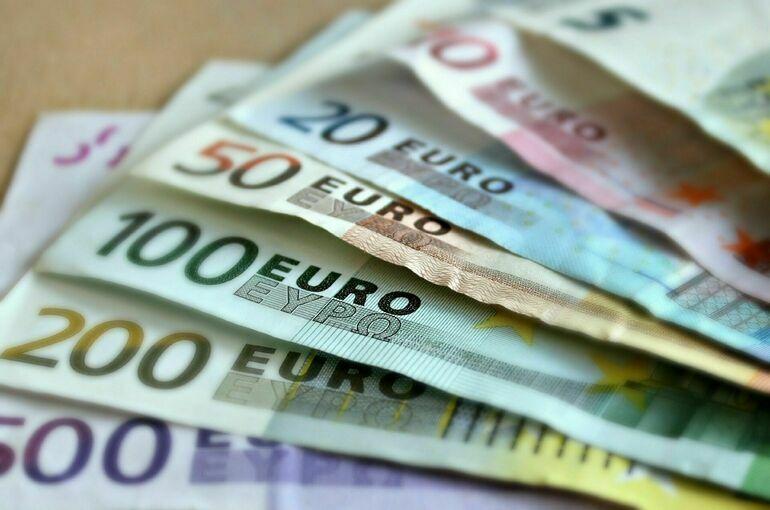 Курс евро продолжает падать