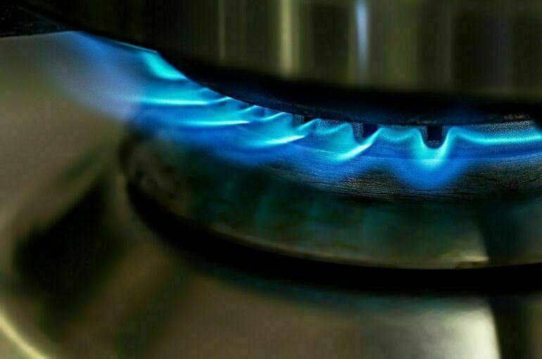 Цена газа в Европе завершила торги выше 1400 долларов