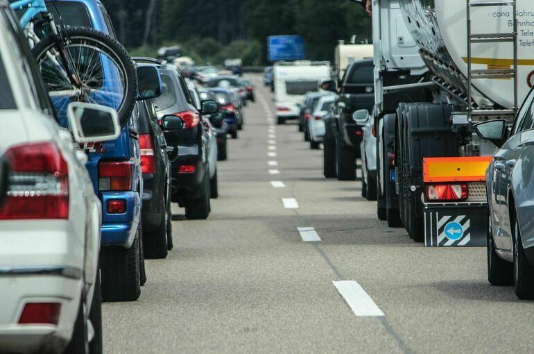 Сенатор предложил отрегулировать сбор больших данных с автотранспорта