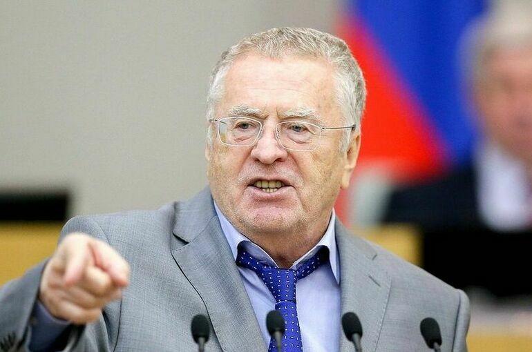 Владимир Жириновский призвал не пускать в зал заседаний Госдумы без прививки