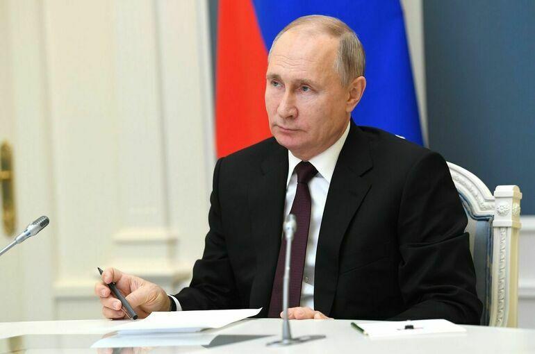 Путин поздравил депутатов с началом работы Госдумы VIII созыва