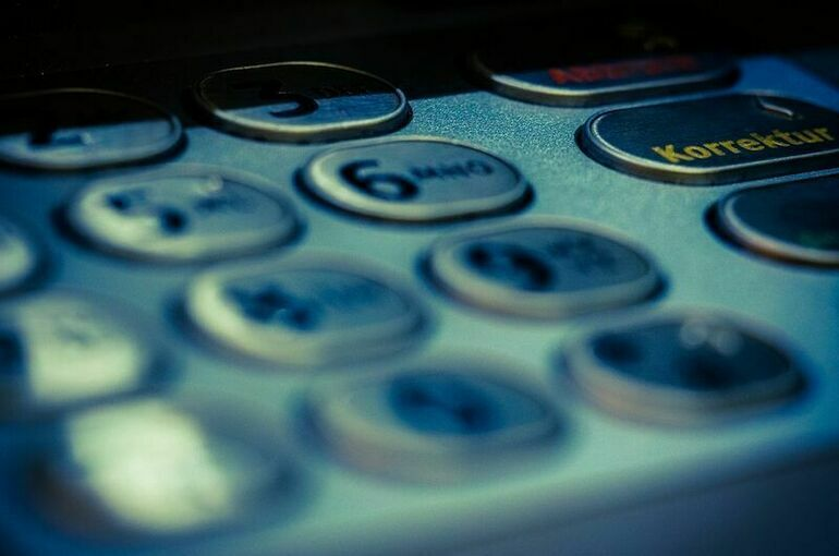 МВД и ФСБ хотят разрешить без суда блокировать счета и карты россиян