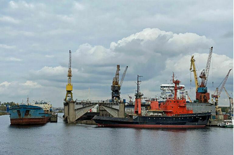 Перегрузку опасных веществ вне портов предлагают запретить