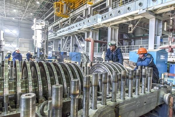 На строительстве Таврической электростанции, после ввода которой в строй будет окончательно ликвидирован дефицит электроэнергии на полуострове. Фото: пресс-служба партии «Единая Россия».