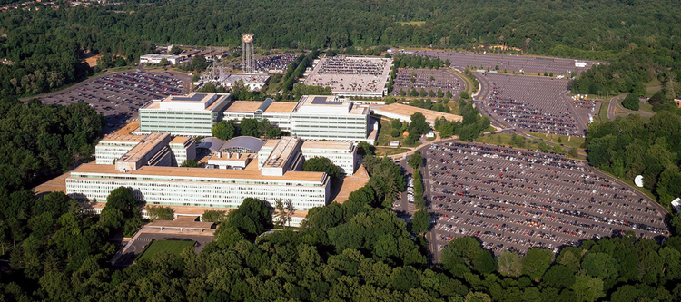 Общий вид комплекса зданий ЦРУ в н.п. Лэнгли (ш. Вирджиния)